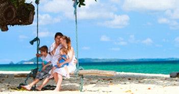 Familie im Strandurlaub