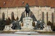 Statue vom König Mathias und Saint Michael's Kirche