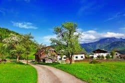 Idyllisches Dorf in Österreich