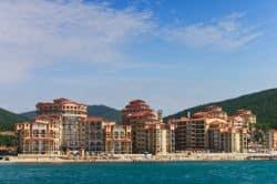 Hotelkomplex am Meer