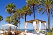 Wunderschöner Strand mit Strandbetten