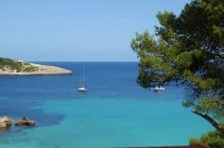 Türkisblaues Meer bei den Balearen