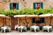 Süßes Café in der Toskana