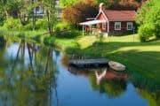 Kleines Häuschen direkt am Fluss