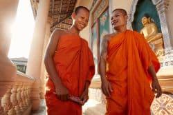 Zwei Mönche unterhalten sich