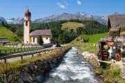 Idyllisches Dorf in Tirol