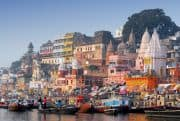 Blick auf das Ufer von Varanasi