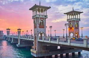 Brücke mit Türmen