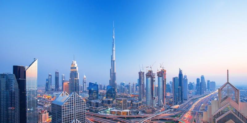 Burj Khalifa bei blauem Himmel