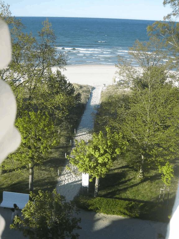 An der Strandpromenade mit Blick auf die Binzer Bucht
